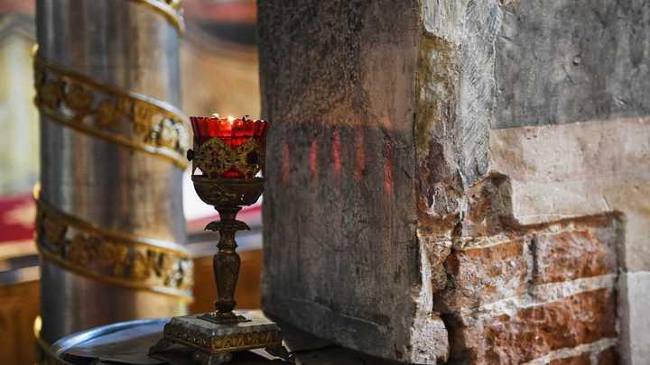 "Пустые карманы ""попов на мерседесах"": Русские храмы на грани коллапса"