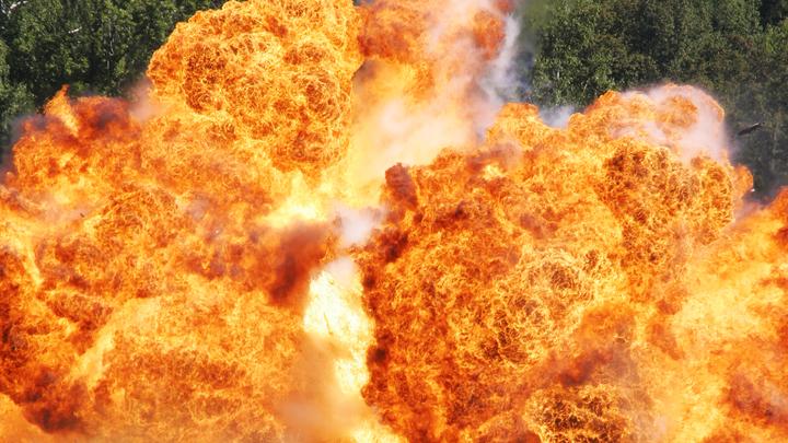 В Калининском районе Новосибирска загорелся гараж с топливом