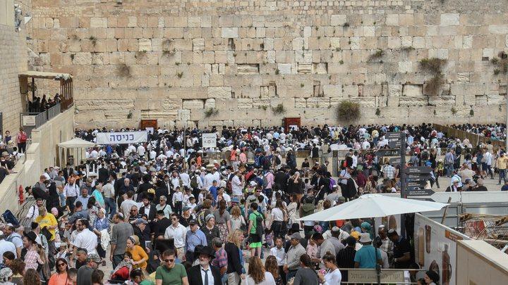 Это чудо: Вывалившийся из Стены плача стокилограммовый камень не задел ни единой души