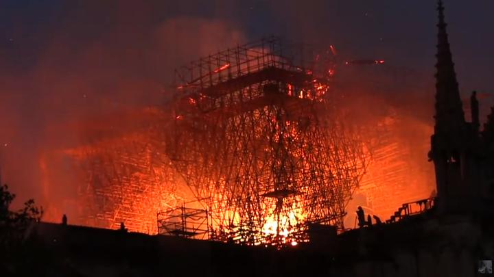 Не верю, что это случайность: В пожаре в Нотр-Даме увидели попытку искоренить христианскую культуру во Франции
