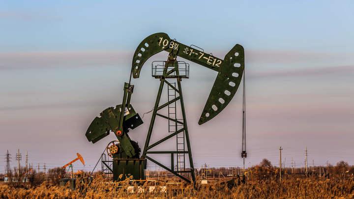 Нефть теряет в цене на ожиданиях от решения ОПЕК+ по росту добычи