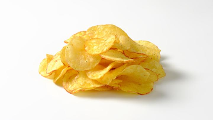 Диетолог дала совет по употреблению чипсов и колы