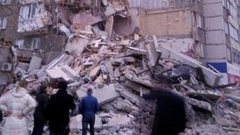 Жители обрушившегося дома в Ижевске вернулись в квартиры, чтобы оценить ущерб