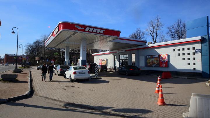 Цены на бензин в России показали копеечное падение