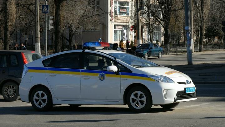 Цэ Европа: Мажор на лексусе отпинал украинского полицейского через окно авто - видео