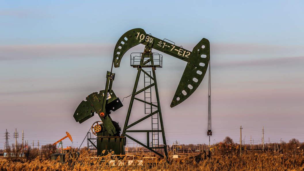 Снижение запасов нефти вСША отразилось на понижении цены наресурс