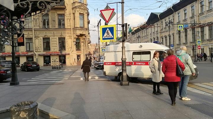 В больницы Петербурга доставили рекордное количество пациентов: за сутки скорые увезли 555 человек