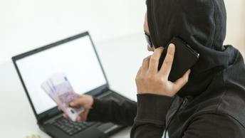 Телефонные аферисты научились выдавать себя за банковских клерков