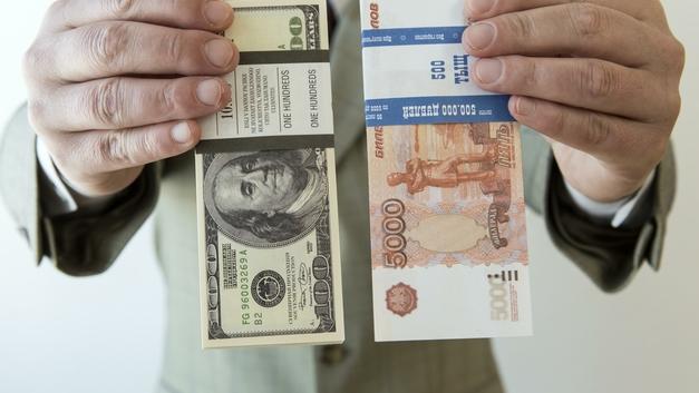 ЦБ впервые зафиксировал манипулирование курсом доллара на Мосбирже
