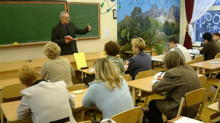 Воспринимали материал хорошо: Казахов убеждали в оккупации Крыма Россией на лекции