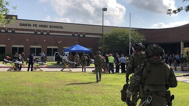 После стрельбы в школе Санта-Фе обнаружили взрывные устройства