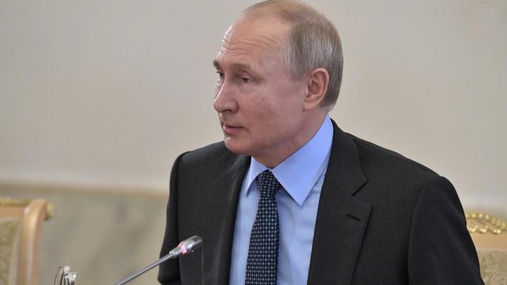 Кому?: В Сети гадают, кому подмигнул Путин на встрече с инвесторами