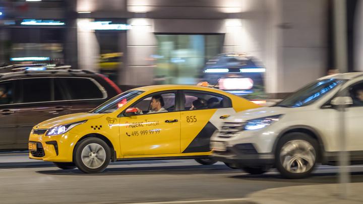 Сразила эпилепсия: Водитель такси в Москве протаранил пять автомобилей