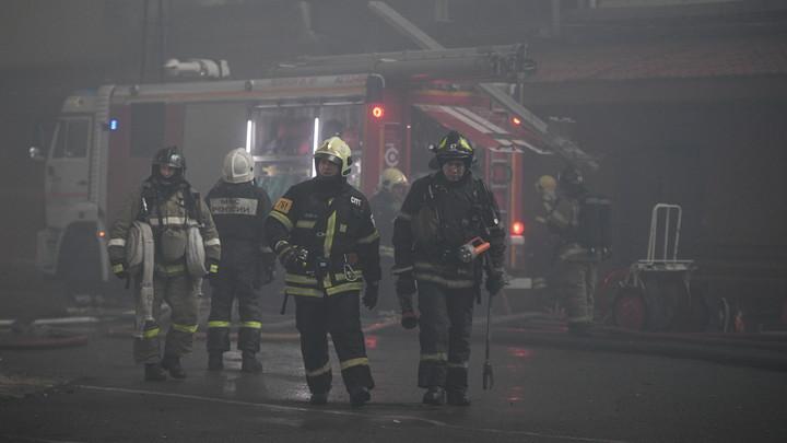 В полыхающих бытовках тепличного комплекса под Москвой сгорели 8 человек – МЧС