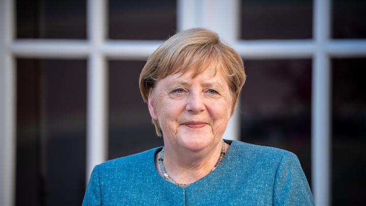 Меркель ещё не решила, что делать с Навальным? Эксперты рассказали, что грозит блогеру в Германии