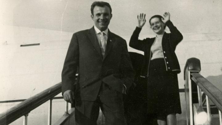 Жив ли он? Последние годы одиночество вдовы Юрия Гагарина скрашивал  80-летний попугай ара