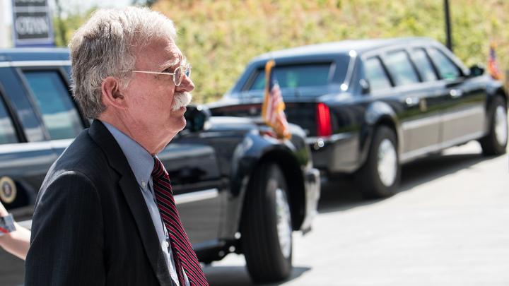 «Боевой ястреб» США вновь прощупывает почву: Болтон проведет встречу с представителем России