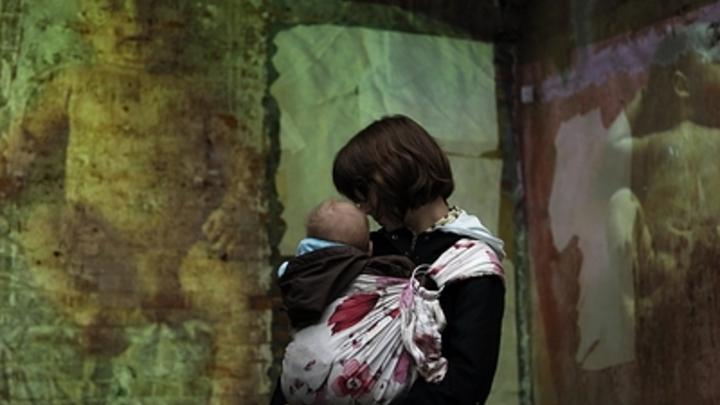 Читинские следователи проверят пьяную мать, воспитывающую младенца