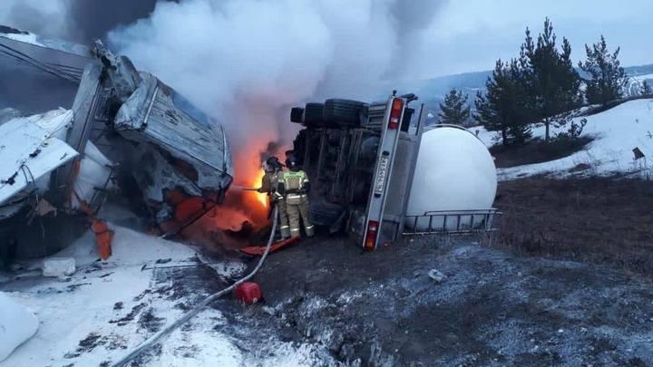 В Челябинской области при столкновении двух большегрузов погиб водитель