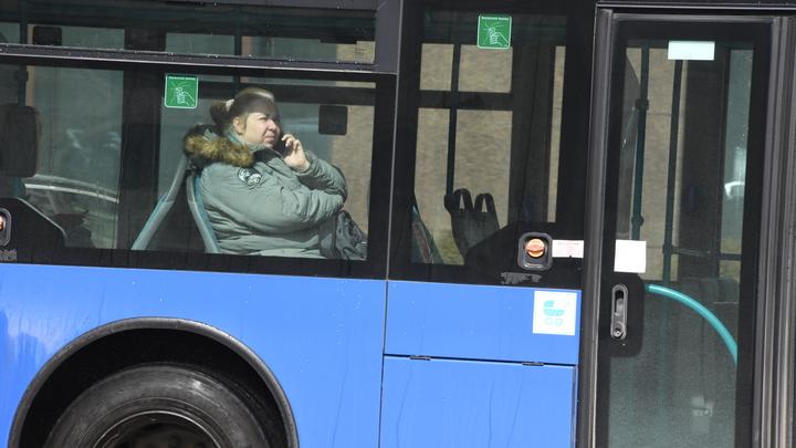 Салон пассажирского автобуса в Новосибирске залило кипятком