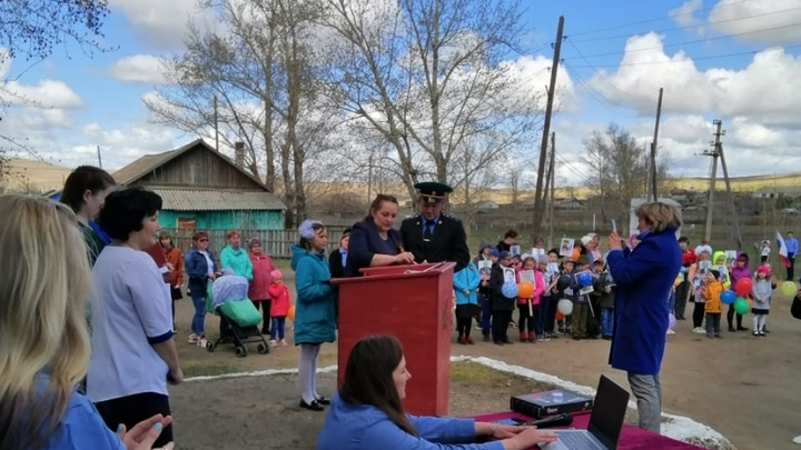Двух жителей Калганского района наградили за спасение утопающего