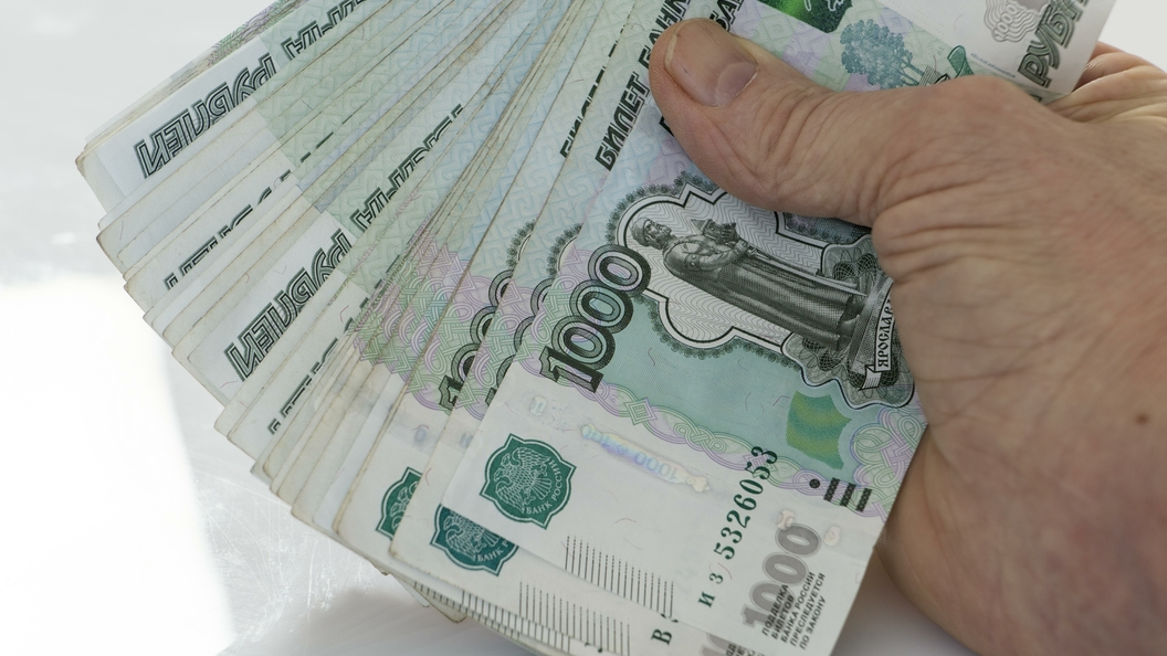 Жители России заняли вбанках больше, чем накопили