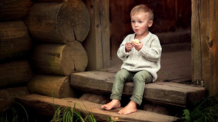 Четверть детей в России оказались в «ловушке бедности». Как их вытащить из неё?
