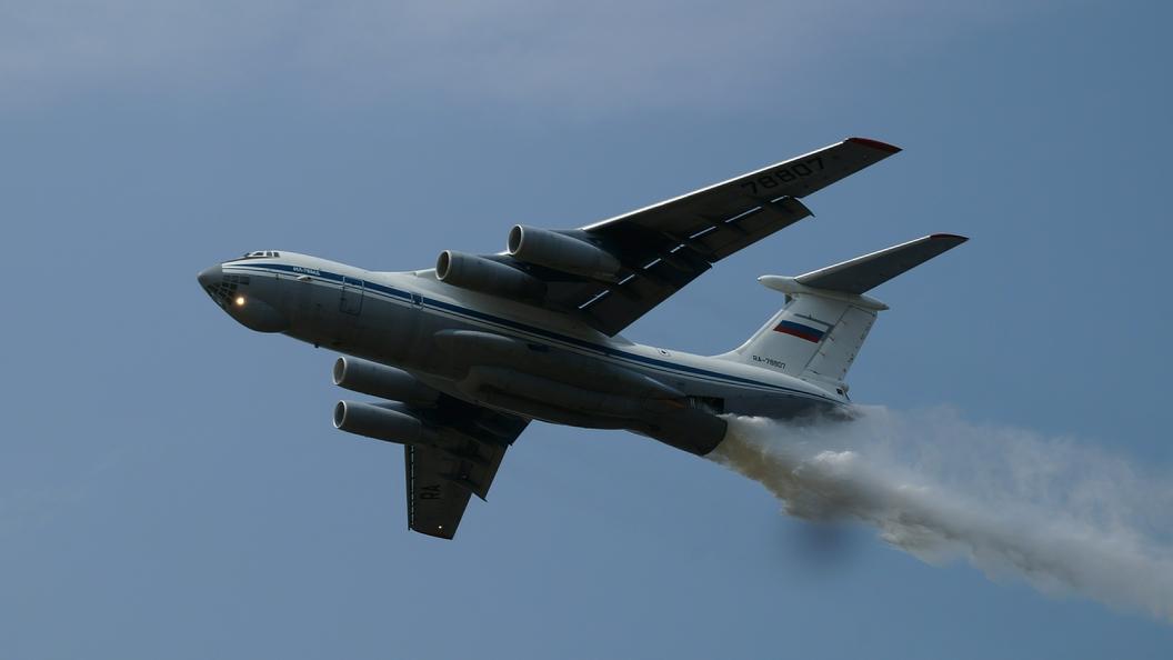 Пожарный самолет сбросил тонны воды наполицию