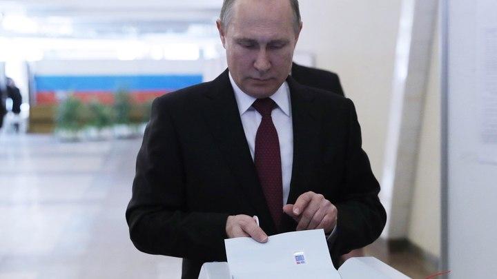 В либеральном Питере Путин набирает больше, чем в Москве
