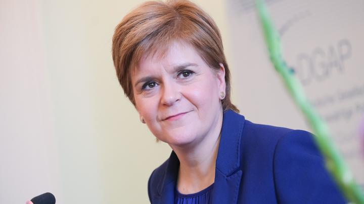 Шотландский министр меняет профессию: Самоизоляция превратила политика в парикмахера