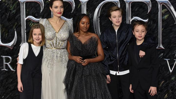 Их нравы: Уже второй ребёнок Анджелины Джоли и Брэда Питта собирается сменить пол