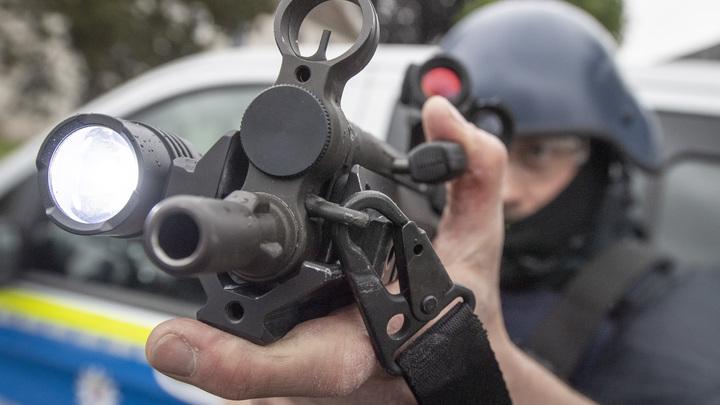 Это становится обычным явлением: В американском баре неизвестный устроил стрельбу