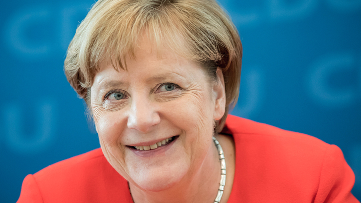 Зачем сатирики Charlie Hebdo напали на Ангелу Меркель