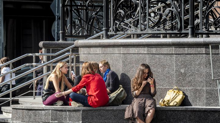 «Не красить губы, глаза, волосы»: Милонов предложил ввести новые правила для школьников в России