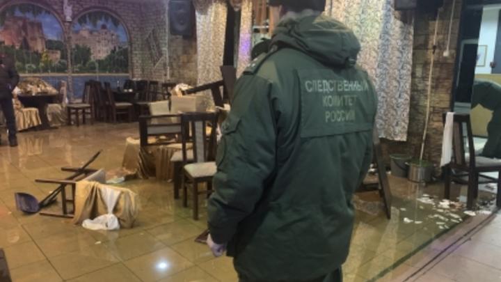 Десятки человек устроили погром со стрельбой в кафе Ленобласти, один участник убит