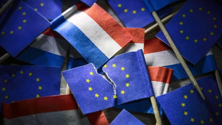 Ответ России в действии: Двое голландских дипломатов покидают Москву