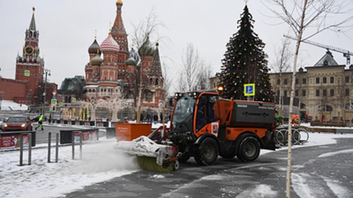 До 5 см снега - это серьёзно: Московских коммунальщиков бросили на войну со снежной стихией