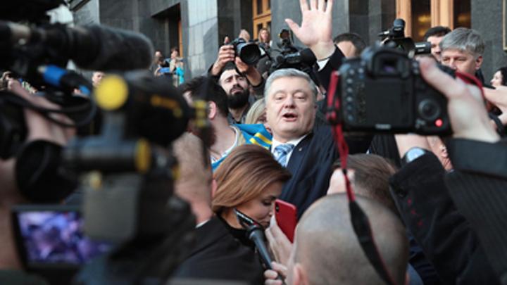 Сам – на допрос, детей – на митинг: Дети Порошенко участвуют в акции протеста у здания ГБР