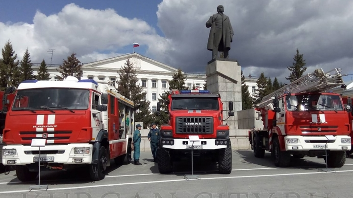 На главную площадь Кургана съехалась пожарная техника