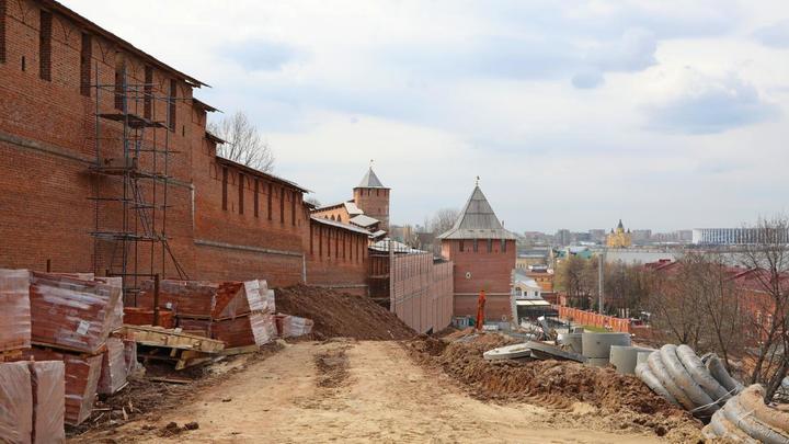 Почти 500 свай потребовалось, чтобы обезопасить стены и башни Нижегородского кремля от оползней