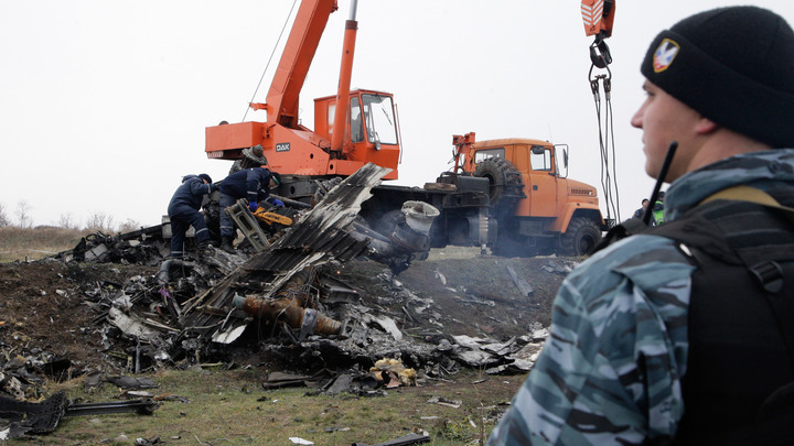 Сантиметровый осколок хоронит версию о Буке: В деле MH17 обнаружилась интересная деталь