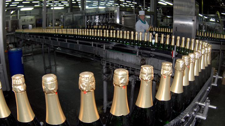 «Необратимые изменения»: Скворцова на пальцах объяснила пользу повышения возраста при продаже алкоголя