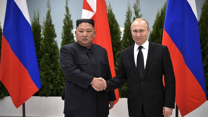 Теперь и #КимНаш: Ким Чен Ын махал Путину до последнего
