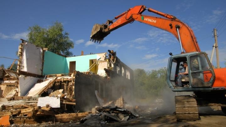 Власти Кемерова снесут четыре незаконно установленные постройки