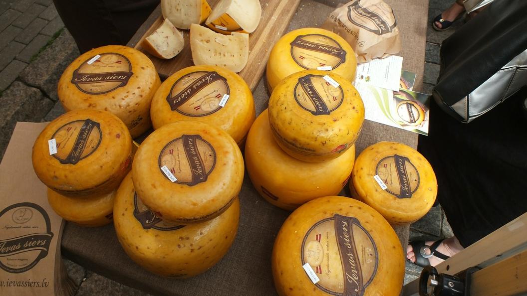 Экспертиза подтвердила: Качественного Российского сыра на прилавках нет