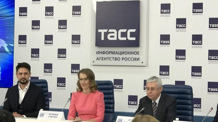 Собчак требует изменить закон, чтобы добиться снятия Путина с выборов