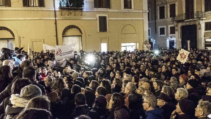 Беднякам и пенсионерам в Италии выдвинули условия по квоте 100 и получению денежной помощи