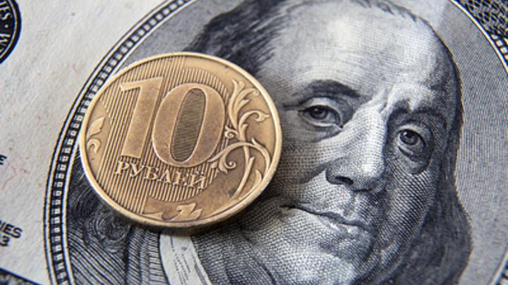 Элита переходит в долларовый кэш: Эксперт заявил о неизбежности девальвации рубля