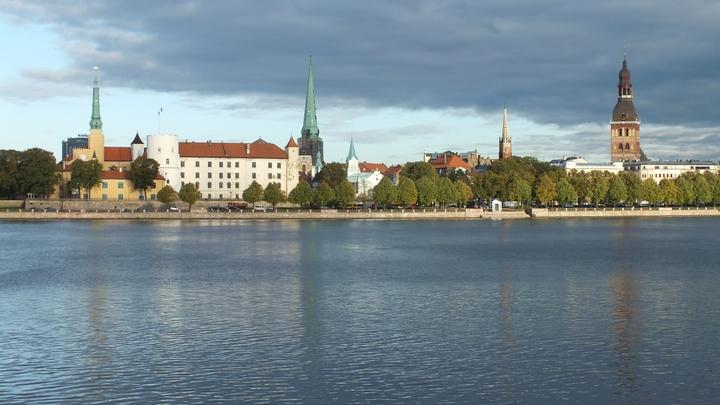 Напоминает о страданиях: Парламент Латвии поддержал уничтожение памятника освободителям Риги от фашистов