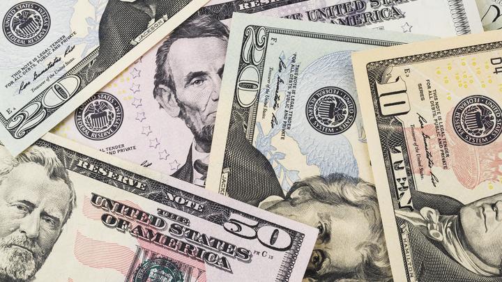 «Завтра всю валюту отберут и конфискуют»: Россия дедолларизируется на бытовом уровне